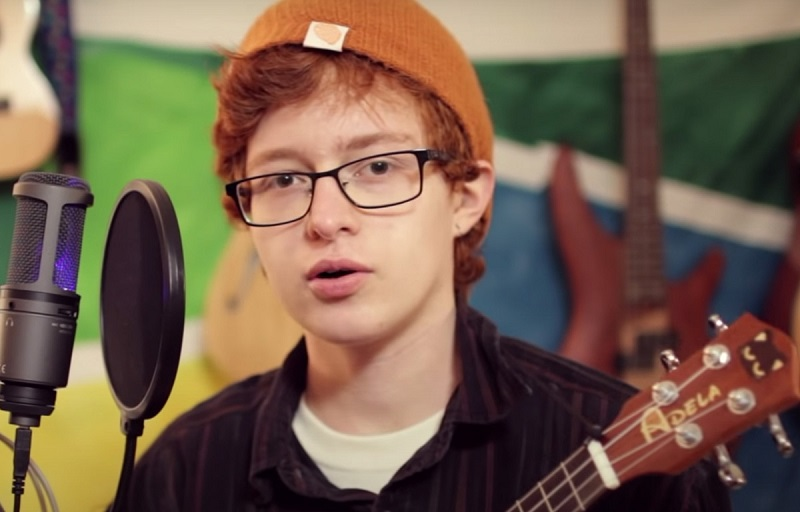 Cavetown with his Ukulele