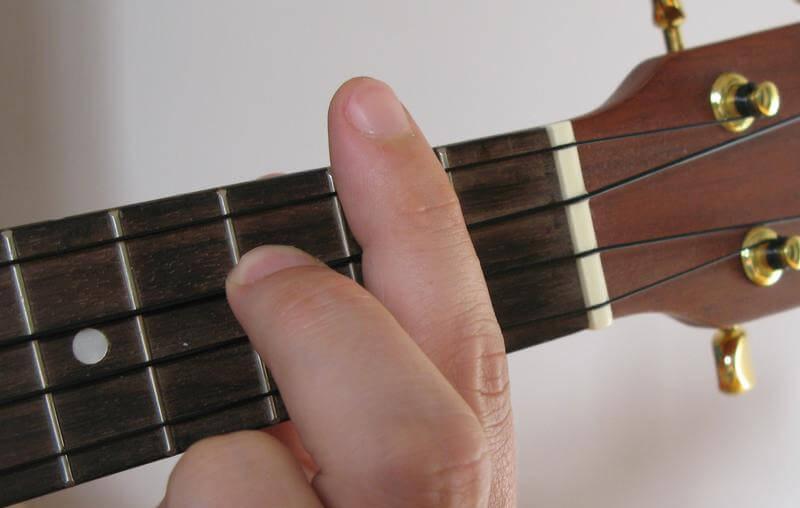 how to play b7 on ukulele