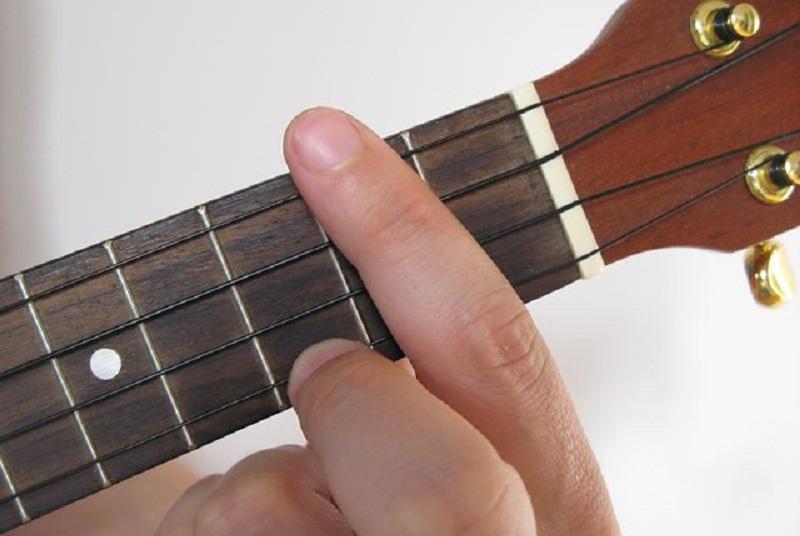 how to play d7 on ukulele