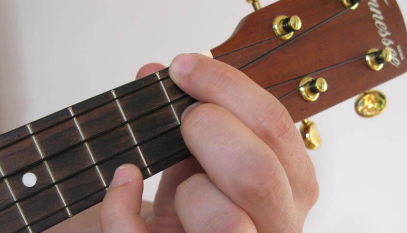 how to play f minor on ukulele 1