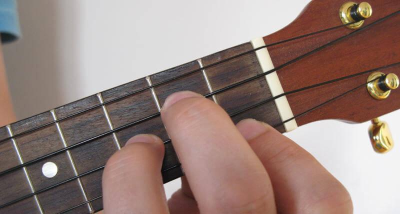 how to play g minor on ukulele